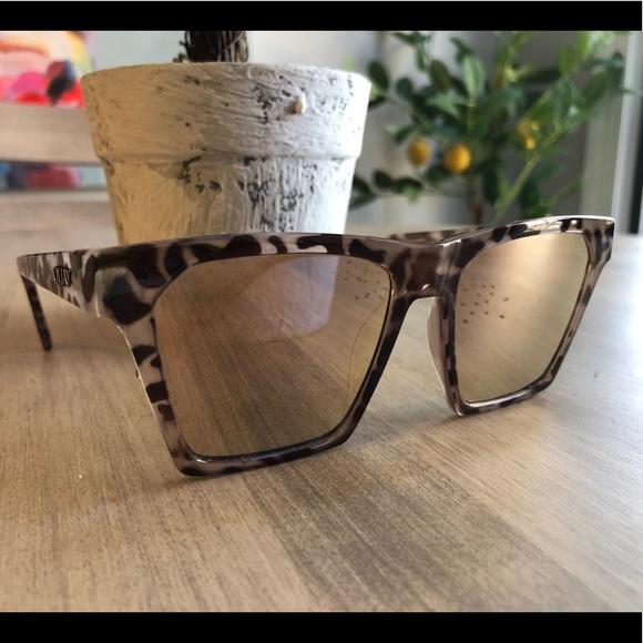 099664efab Quay Australia Accessories - Quay Sunglasses - Alright style